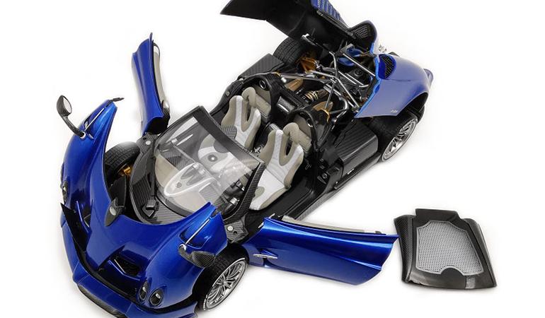 Pagani Huayra Blu Lcd Model scala 1/18